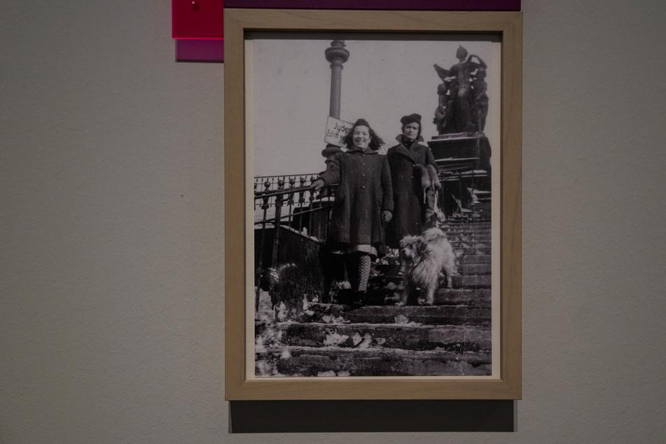 Juden durften ab Ende 1938 verschiedene Orte wie die Brühlsche Terasse nicht mehr betreten, worauf Verbotsschilder hinwiesen.