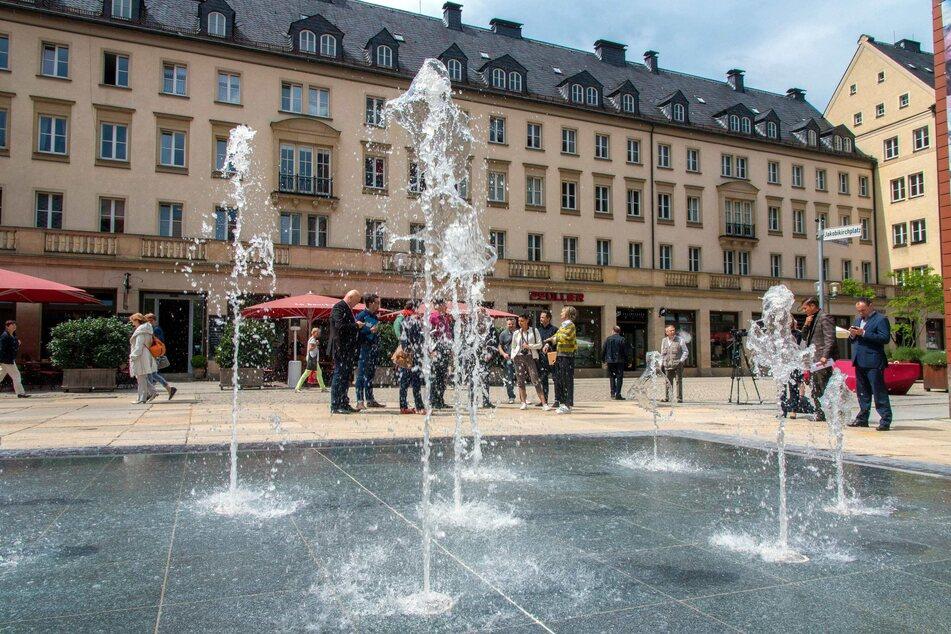 Wasser marsch! Ab Gründonnerstag werden die Wasserfontänen am Jakobikirchplatz wieder in die Höhe ragen (Archivbild).