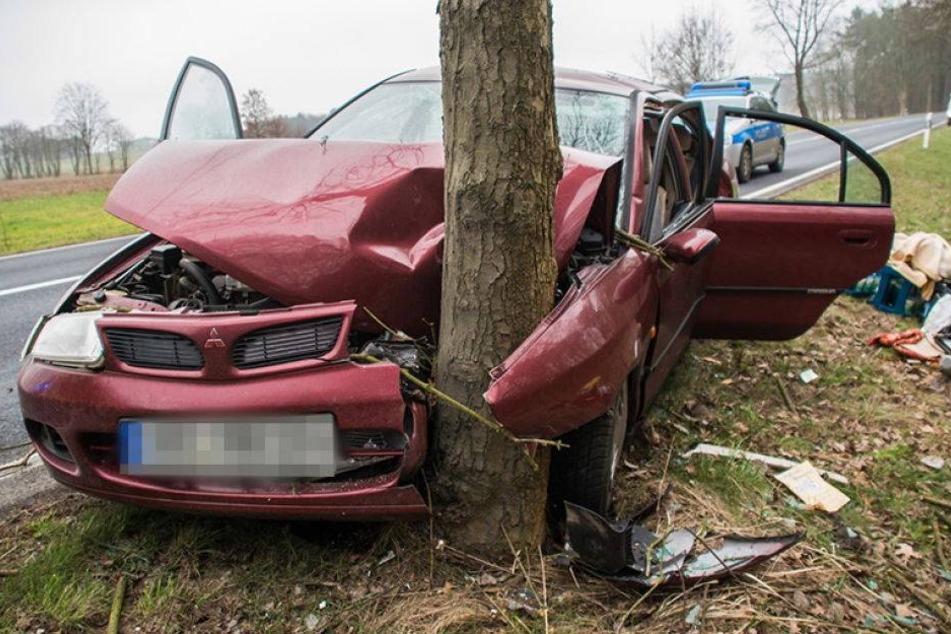 Heftiger Frontalcrash. Fahrer verletzt