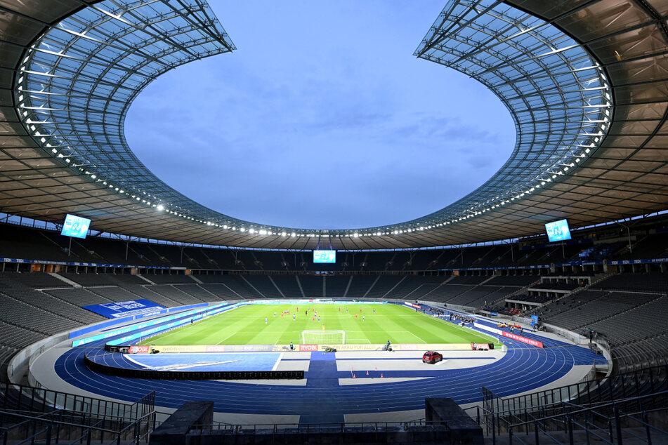 Nach UEFA-Verbot: Olympiastadion und Alte Försterei erstrahlen in Regenbogenfarben