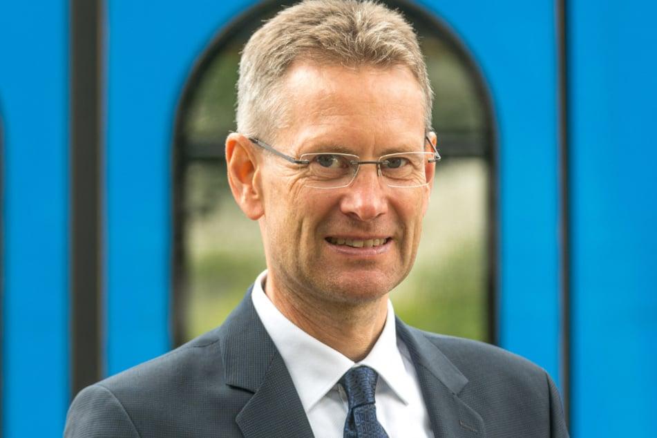 DVB-Finanzvorstand Andreas Hemmersbach (52) muss am Jahresende ein Millionenloch stopfen.