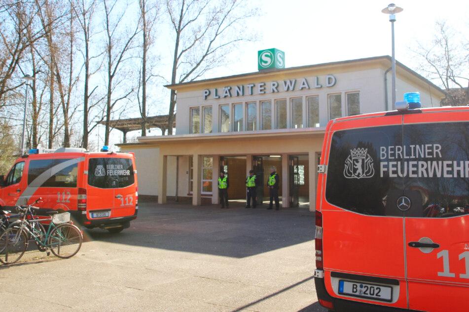 Person unter Zug geraten? S-Bahnverkehr am Bahnhof Plänterwald eingestellt