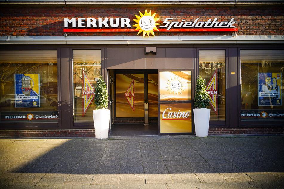 Vorsicht, Zockeralarm: Deutschlandweit bieten über 9000 Spielhallen gewerblich Automatenspiele an.