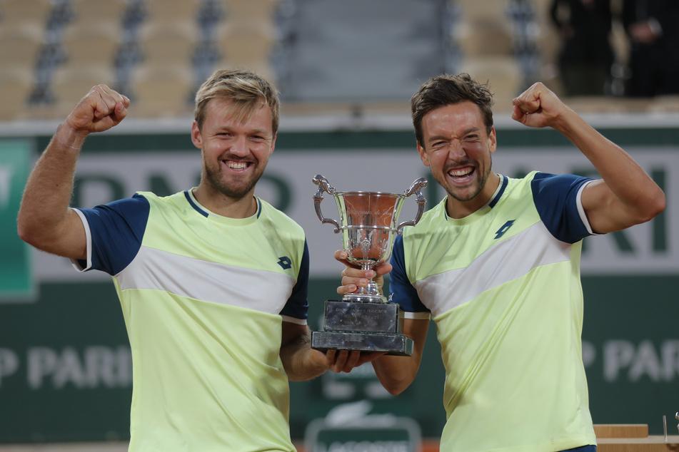 Kevin Krawietz (l.) und Andreas Mies gewannen am Samstag erneut im Doppel bei den French Open.