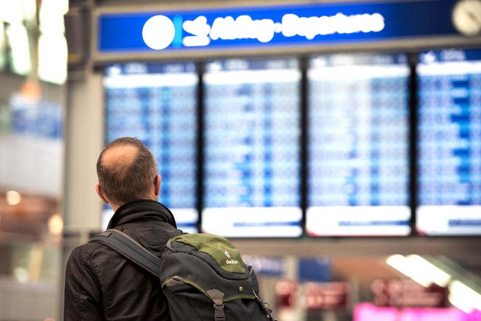 Ein Flughafensprecher verwies darauf, dass die Corona-Krise zu einem massiven Rückgang des Verkehrsaufkommens am Düsseldorfer Airport geführt habe (Symbolbild).