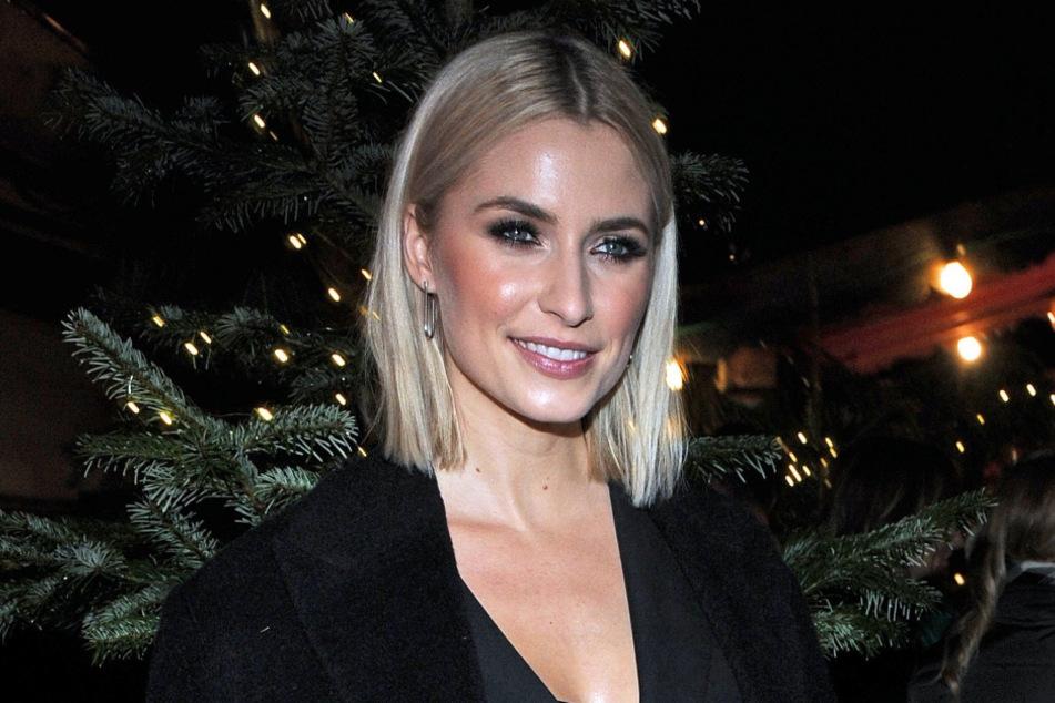 Lena Gercke (32) hat sich auf Instagram in sexy Weihnachtsdessous präsentiert.