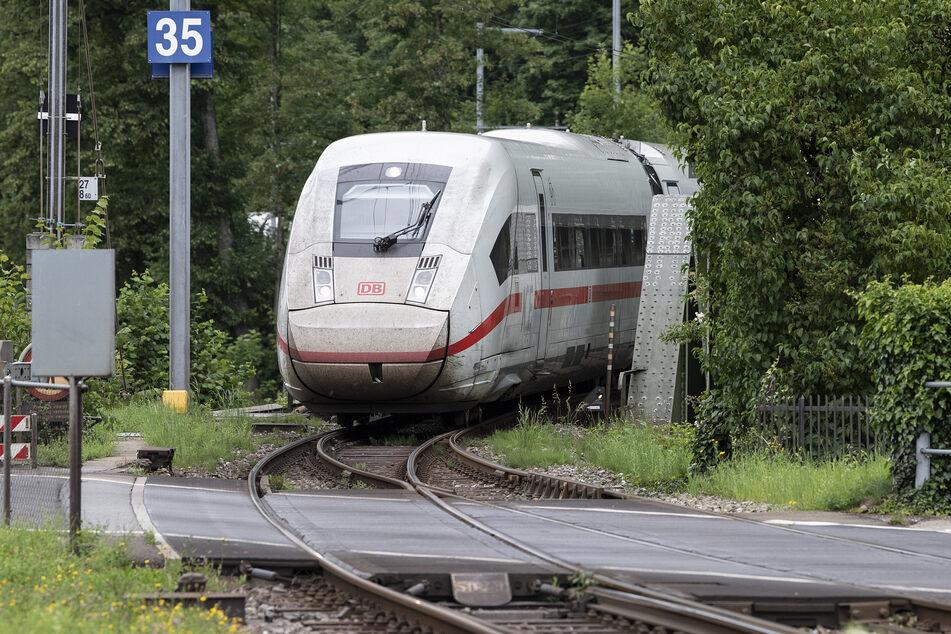 Der neue ICE 4 der Deutschen Bahn fährt im Bahnhof Interlaken Ost ein.
