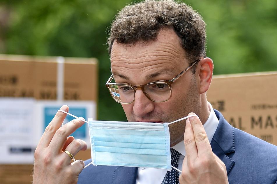 Auch Bundesgesundheitsminister Jens Spahn (40, CDU) ist manchmal genervt vom Tragen einer Maske, verteidigt sie aber vehement.