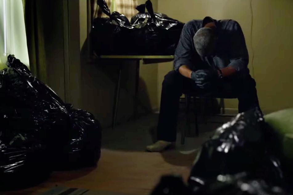 """Was haben die Müllsäcke im Raum von Kern County Sheriff Joe """"Deke"""" Deacon (Denzel Washington) zu bedeuten?"""
