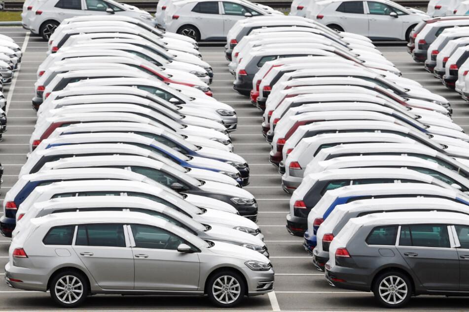 Der Autobauer Volkswagen fährt in dieser Woche seine Fahrzeugproduktion teilweise wieder hoch.