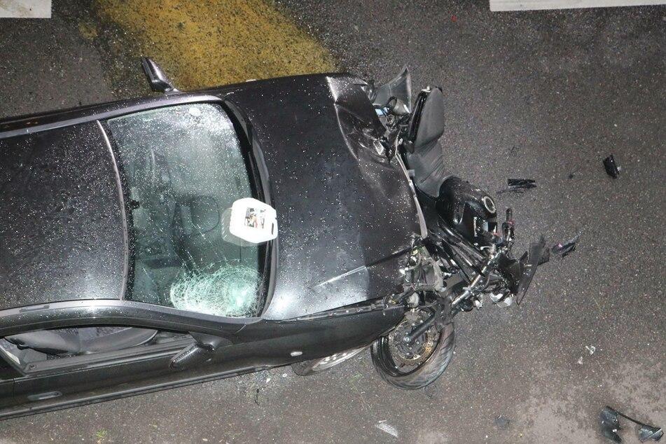 Ein Motorradfahrer wurde schwer verletzt.
