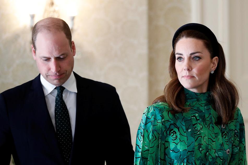 Prinz William (38,l) und seine Frau Kate müssen sich im Lockdown neuen Herausforderungen stellen.