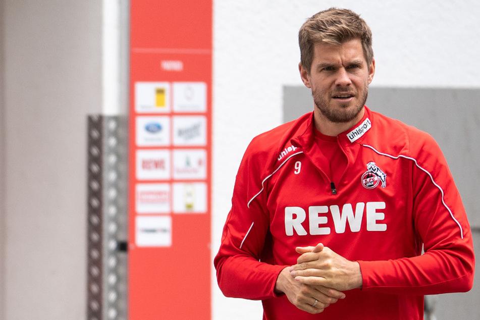 FC-Stürmer Simon Terodde macht sich im Urlaub Gedanken über seine Zukunft.