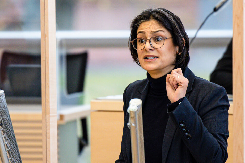 Die SPD-Landesvorsitzende Serpil Midyatli (45) spricht im Landtag.