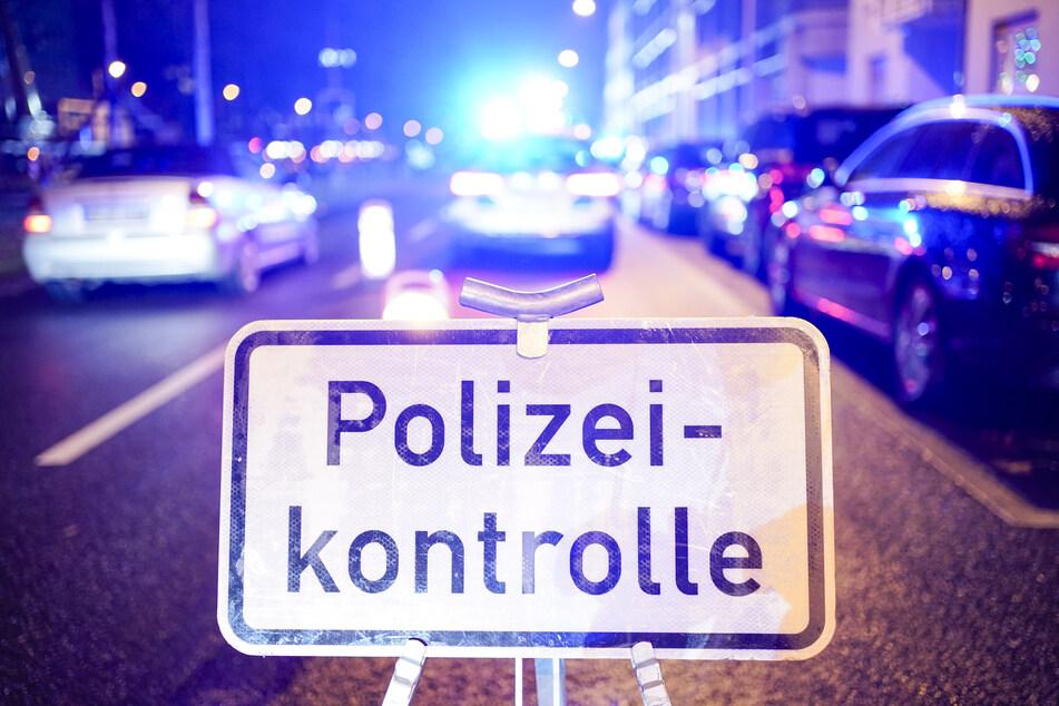 Männer flüchten vor Polizeikontrolle: Beamte machen Fund in Wagen