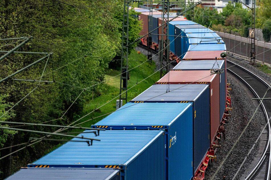 Die Frau hatte sich in einem Güterzug versteckt.