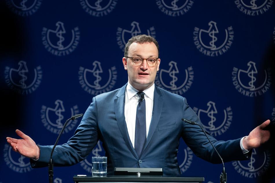 AstraZeneca für alle, die es wollen! Zumindest, wenn es nach Gesundheitsminister Jens Spahn (40, CDU) geht, soll das bald möglich werden.