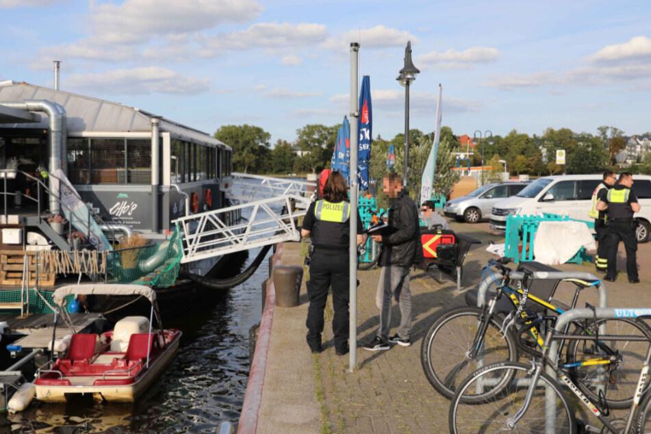 Schock im Norden! Wasserleiche treibt vor Restaurant-Schiff