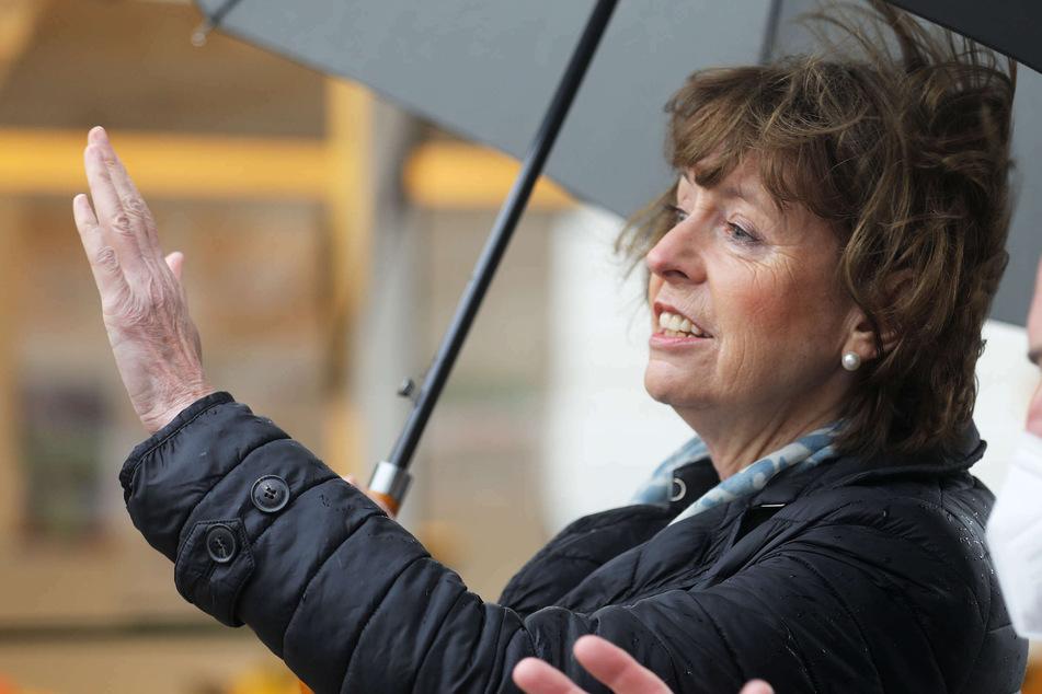 Köln: Fünf Jahre nach Messer-Attacke: Kölner Oberbürgermeisterin Reker besucht Ort des Attentats