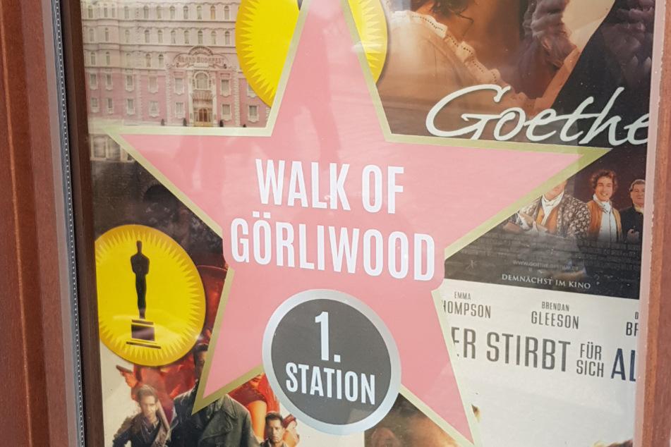 """Ein Hauch von Ruhm: Der """"Walk of Görliwood"""" zeigt Fotos und Requisiten von Filmen in vielen Schaufenstern rund um den Görlitzer Untermarkt."""