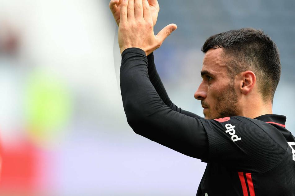 Filip Kostic (28) bedankt sich nach dem Testspiel gegen AS Saint-Étienne Ende Juli bei den Fans von Eintracht Frankfurt. Diese wollen dem 28-Jährigen offenbar die Querelen der letzten Zeit verzeihen.