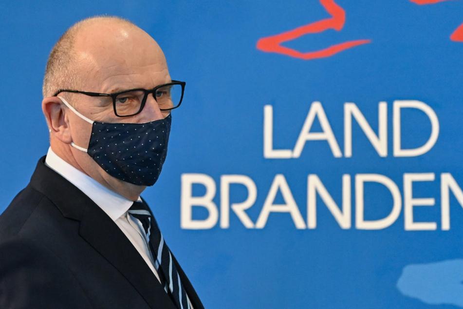 Brandenburgs Ministerpräsident Dietmar Woidke (59, SPD) hält an dem Ziel fest, bis zum Spätsommer jedem Deutschen ein Impfangebot zu machen.