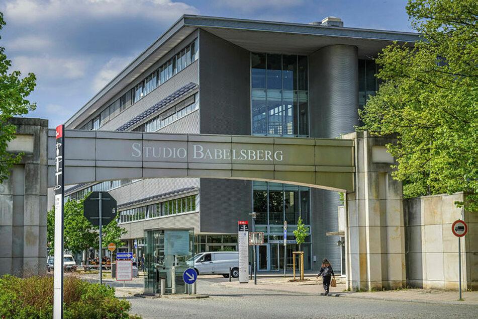 """Im Studio Babelsberg tanzte sich das Fernsehballett durch die Ballszene im """"Aschenbrödel""""."""