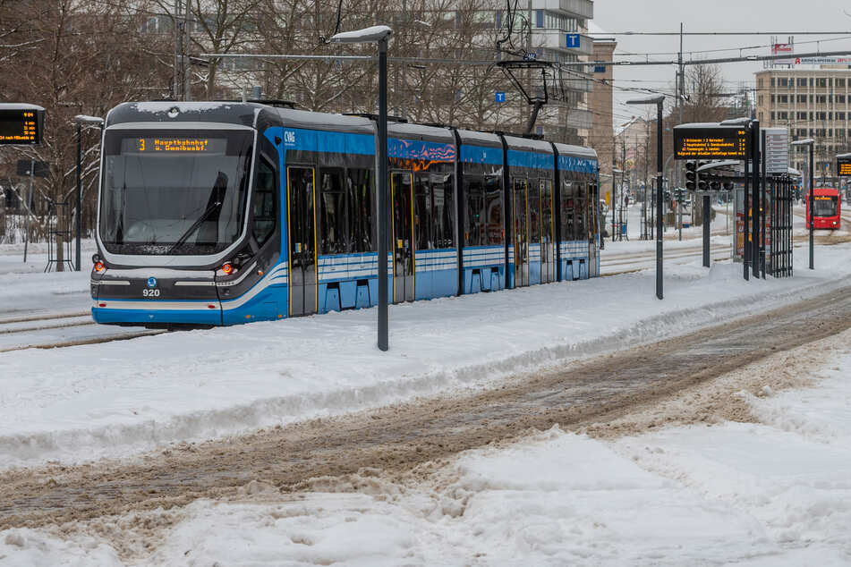 In Chemnitz kam es vereinzelt zu Einschränkungen im Nahverkehr. Es fiel allerdings keine Linie aus.