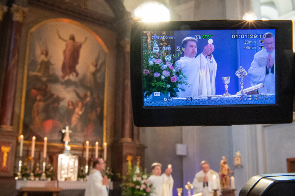 Der stattfindende Gottesdienst wird in diesem Jahr live per Video übertragen. Gläubige sind nicht vor Ort.