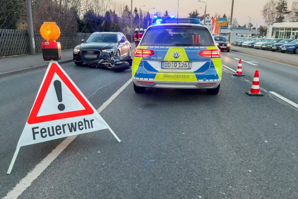 Motorrad rutscht in Audi: Biker verletzt