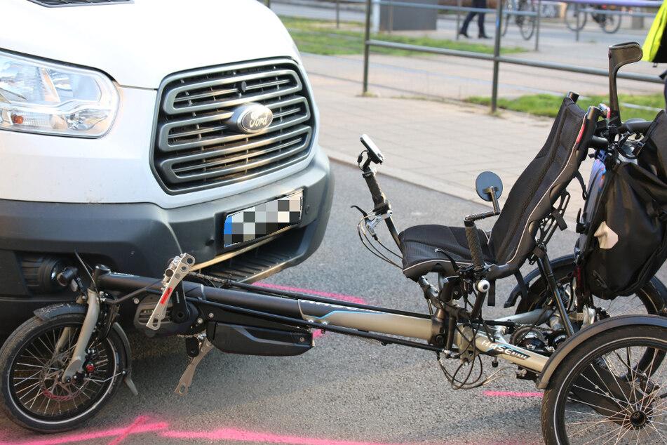 Auf der Karl-Liebknecht-Straße sind am Mittwoch ein Transporter und ein Liegerad zusammengestoßen.