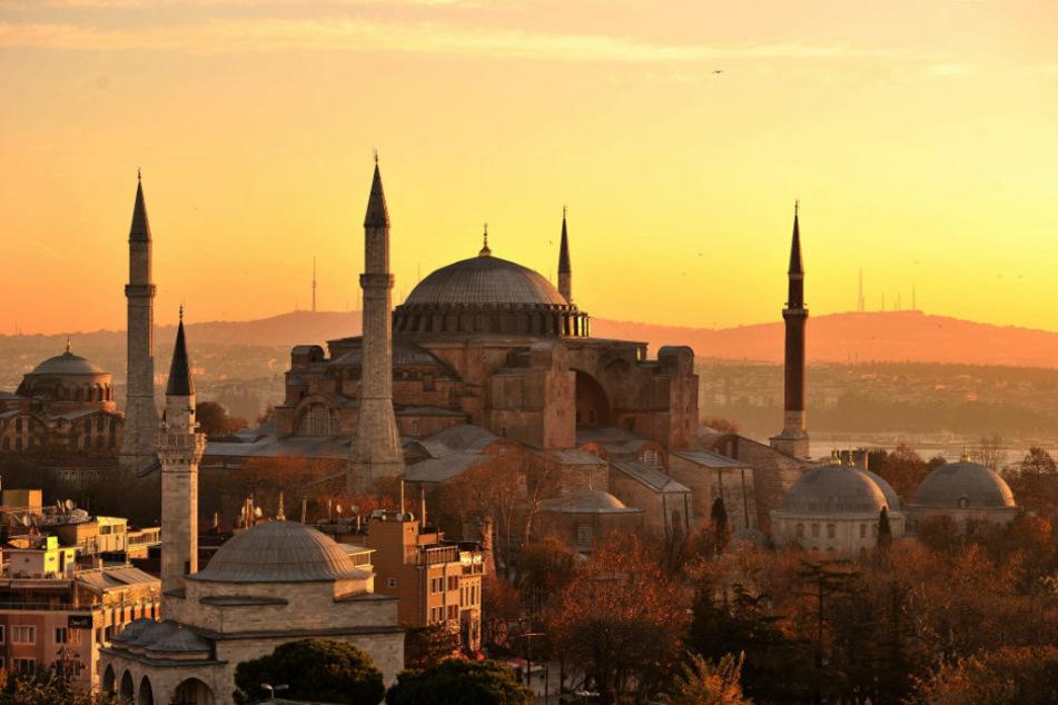 Die Hagia Sophia kurz nach Sonnenaufgang.