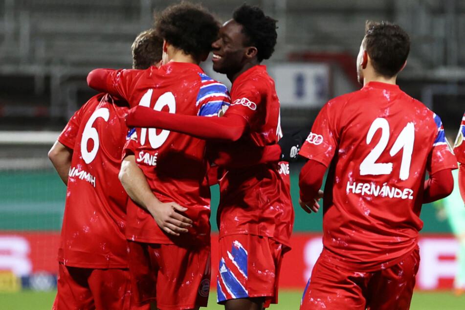 Favorit ist raus! Leroy Sané (2.v.l.) konnte den FC Bayern München mit seinem Zauberfuß im DFB-Pokal gegen Holstein Kiel nicht retten.