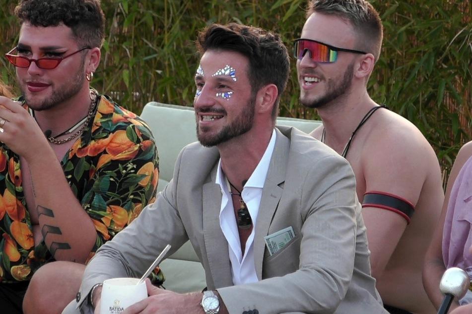 """In der dritten Folge der RTL-Dating-Show """"Prince Charming"""" ging es ganz schön heiß her. """"Prince"""" Alex (30) tauschte nicht nur mit einem Kandidaten innige Küsse."""