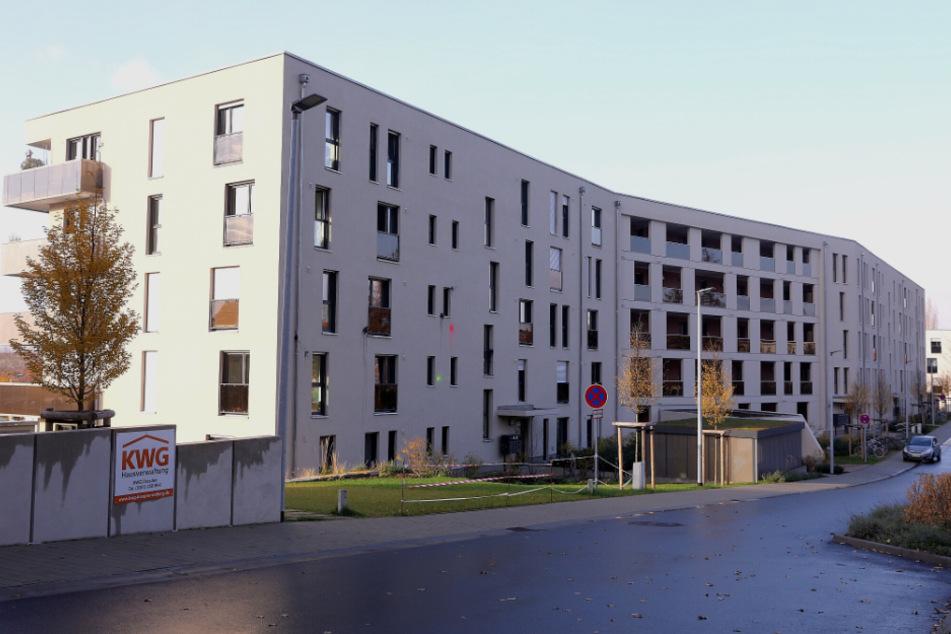 An der Hechtstraße wurden mehrere Fassaden mit Farbe beschmutzt.