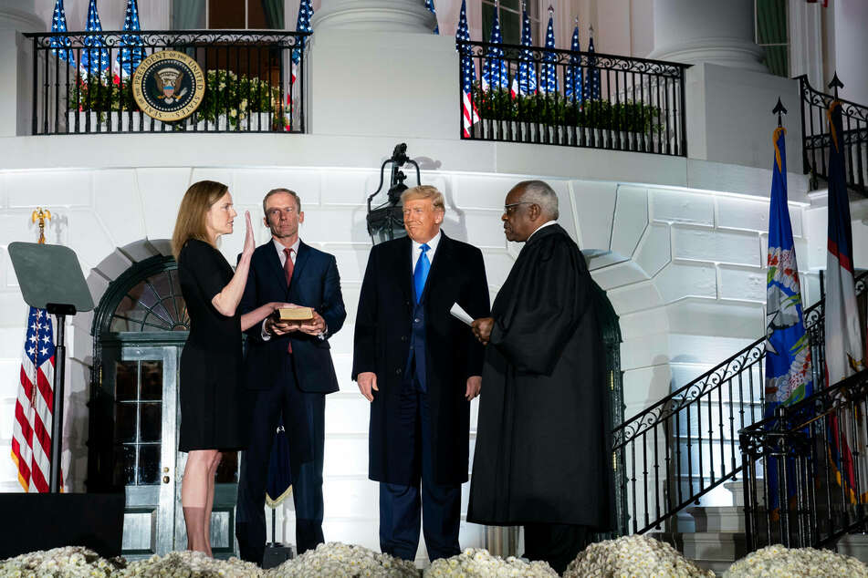 Justice Amy Coney Barrett being sworn in by Justice Thomas Clarence at a White House ceremony.