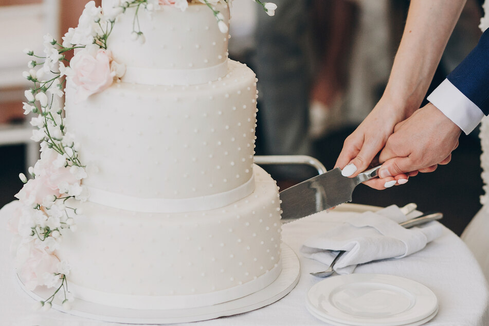 Ihre Hochzeitstorte schenkte das Paar dem Krankenhaus-Personal. (Symbolbild)