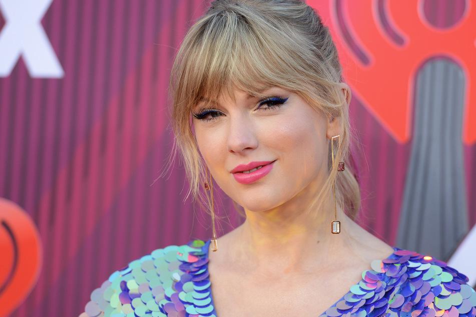 Taylor Swift 2019 bei der Verleihung der iHeartRadio Music Awards (Foto: Jordan Strauss/Invision/AP/dpa)