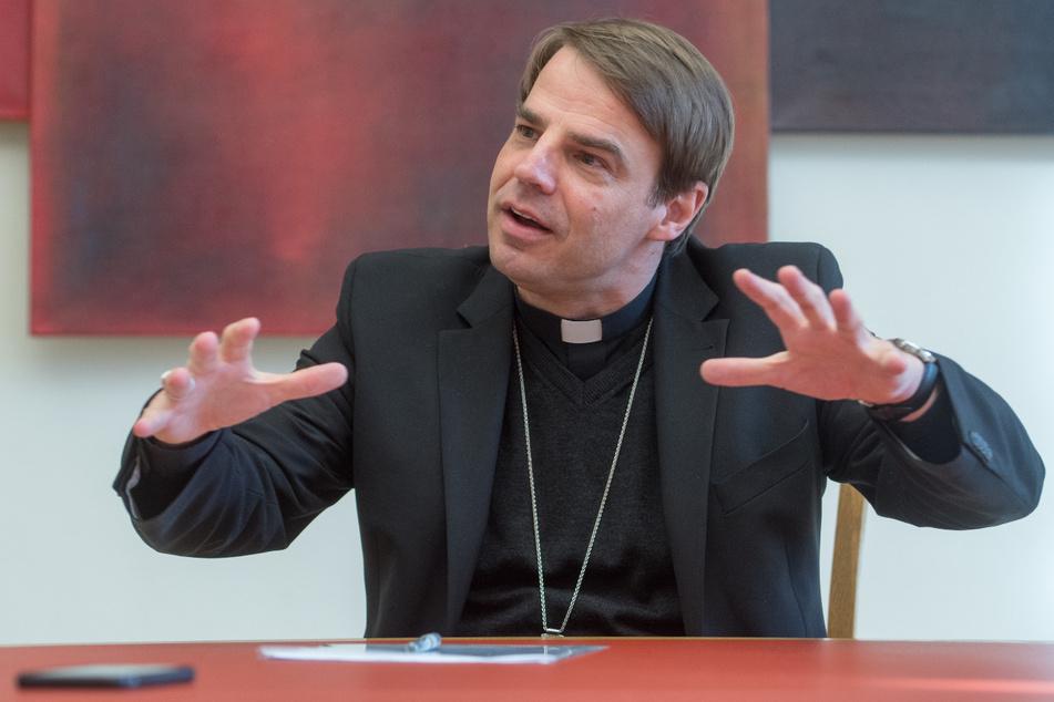 Der Passauer Bischof Stefan Oster (55) hat die Kritik an seinen Aussagen zurückgewiesen. (Archiv)