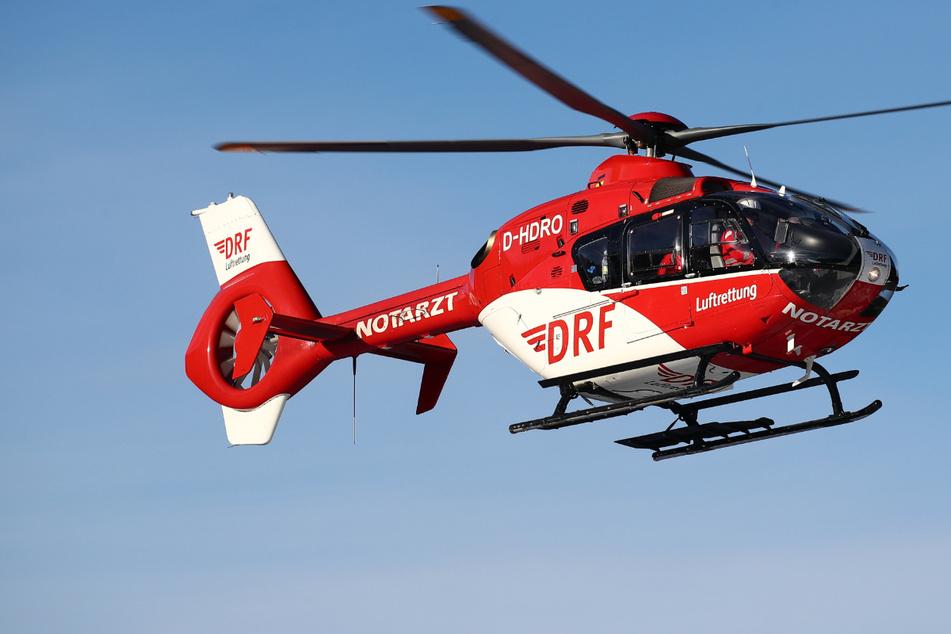 Transporter kracht in Laster: A9 gesperrt, Hubschrauber im Rettungseinsatz