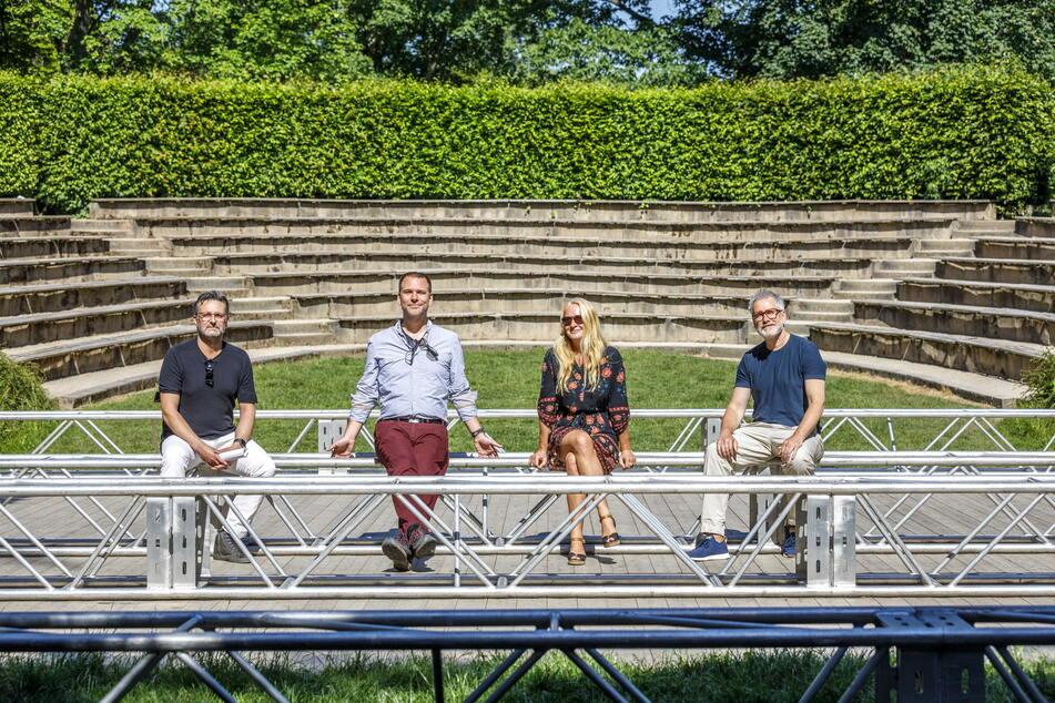 Kultursommer-Team in der Parkbühne (v.l.): Konzertveranstalter Rodney Aust (49), Philipp Schaller (43) von der Herkuleskeule, Katina Haubold (48) von der Humorzone, Olaf Becker (51) vom Boulevardtheater.