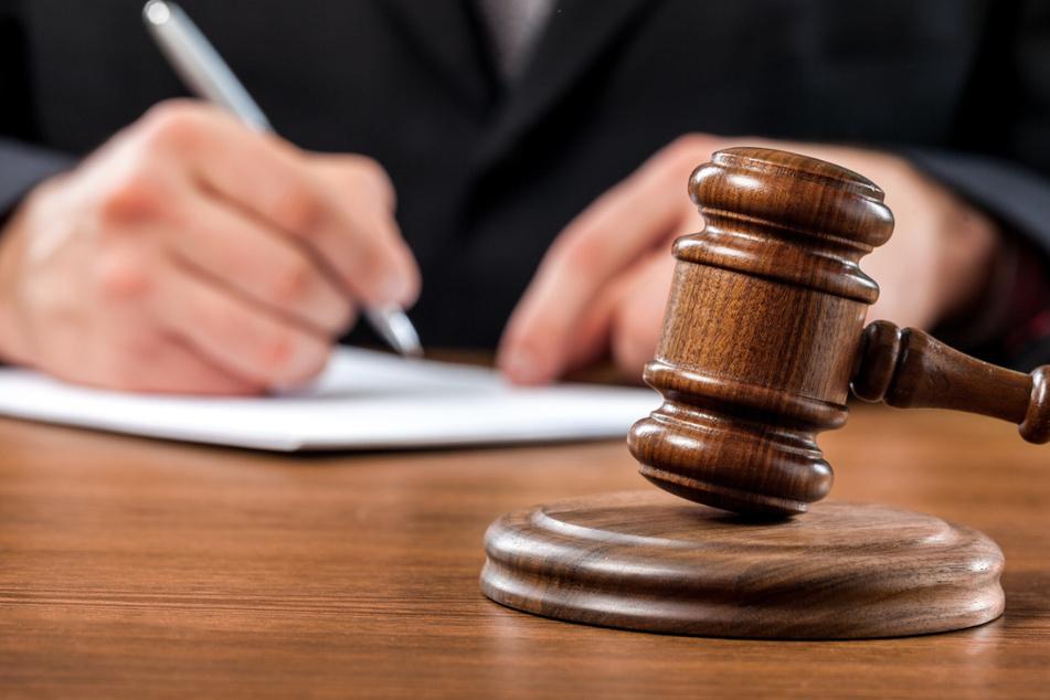 Das Urteil über die vier mutmaßlichen Täterinnen soll am 9. Juli fallen. (Symbolbild)