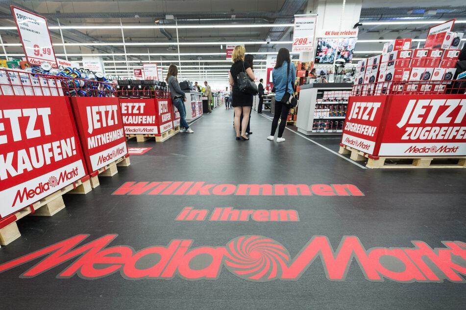 Hier braucht Ihr es gar nicht erst probieren: Normale Läden wie Media Markt oder Saturn verkaufen die PS5 zum Start nicht vor Ort. (Archivbild)