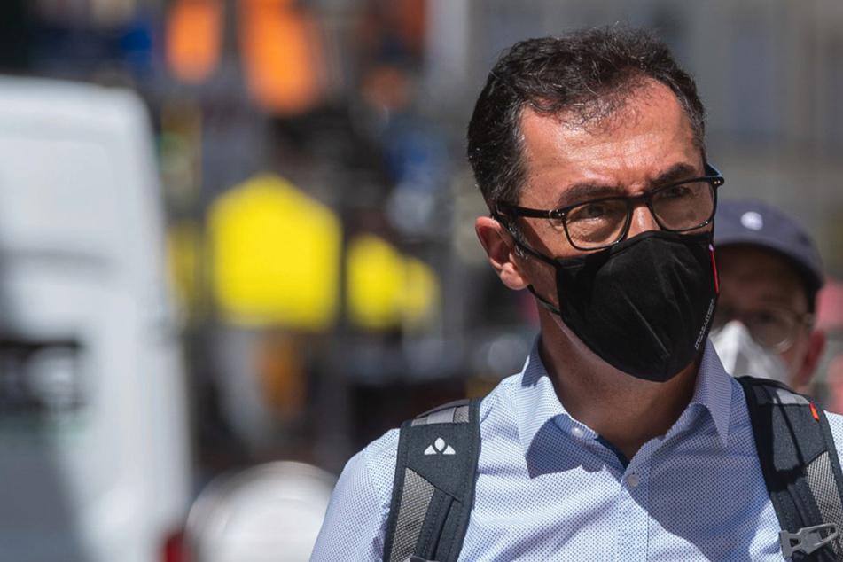 Zwischen Auto-Zukunft und NSU-Vergangenheit: Ex-Grünen-Chef Özdemir zu Besuch in Westsachsen