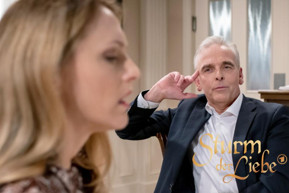 """""""Sturm der Liebe"""": Rosalie möchte Michael zum Chefarzt-Posten verhelfen. Kommt Dr. Kamml (re.) ihnen in die Quere?"""