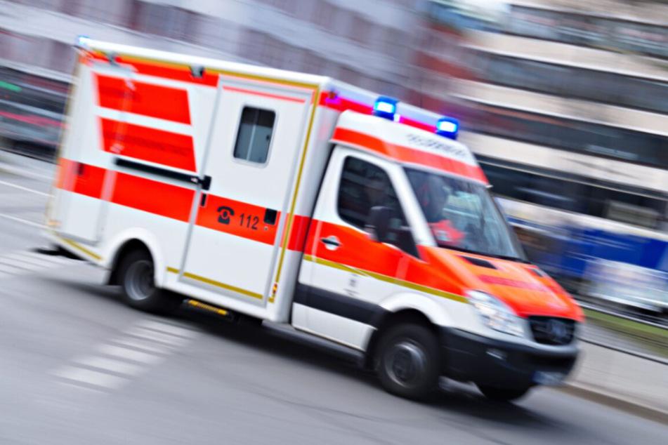 Die Seniorin wurde nach dem Unfall schwer verletzt in ein Krankenhaus eingeliefert. (Symbolbild)
