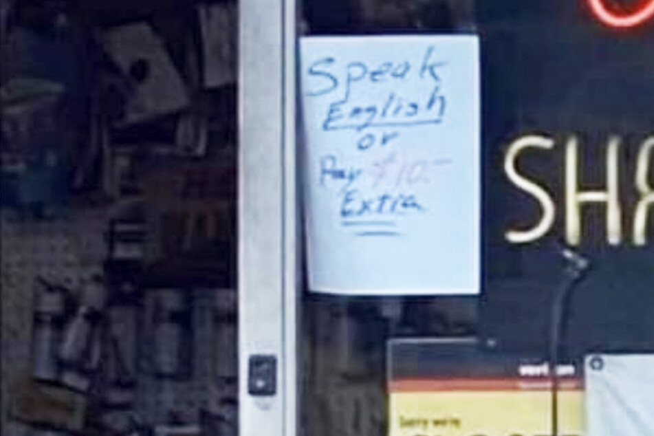 Sharply contested: knife shop owner wanted to charge customers extra for not speaking English