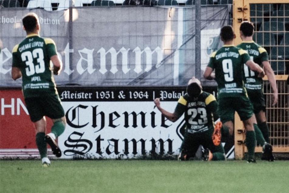 Anton Kanther (3.v.r.) brachte die BSG Chemie Leipzig mit seinem ersten Saisontor zunächst in Führung.