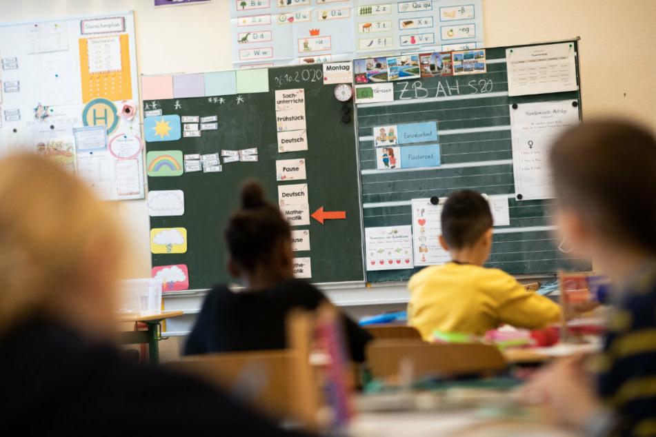 Kommt die Maskenpflicht an Schulen? Karliczek spricht sich für Ausweitung aus