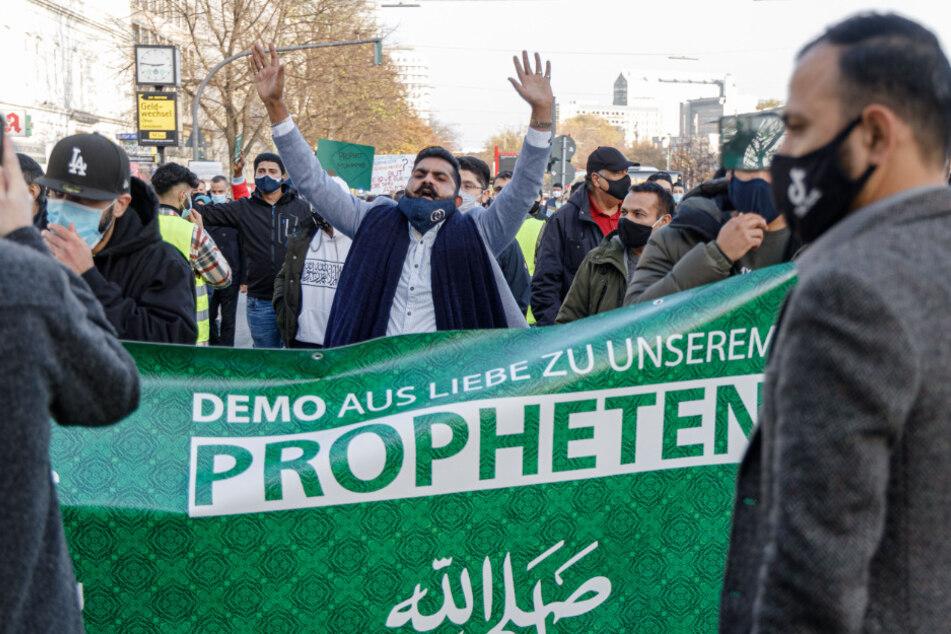 Verfassungsschutz warnt: Islamisten begrüßen Enthauptung von Lehrer